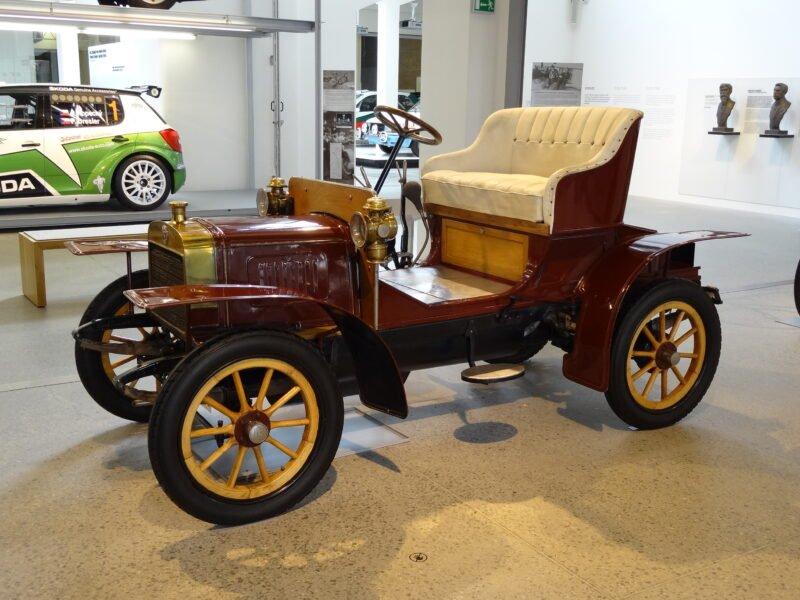 Laurin; Klement A — первый автомобиль, разработанный компанией L & K.