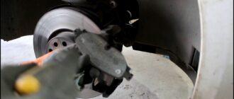 Как заменить передниетормозные колодки на Skoda Octavia 1,8 турбо