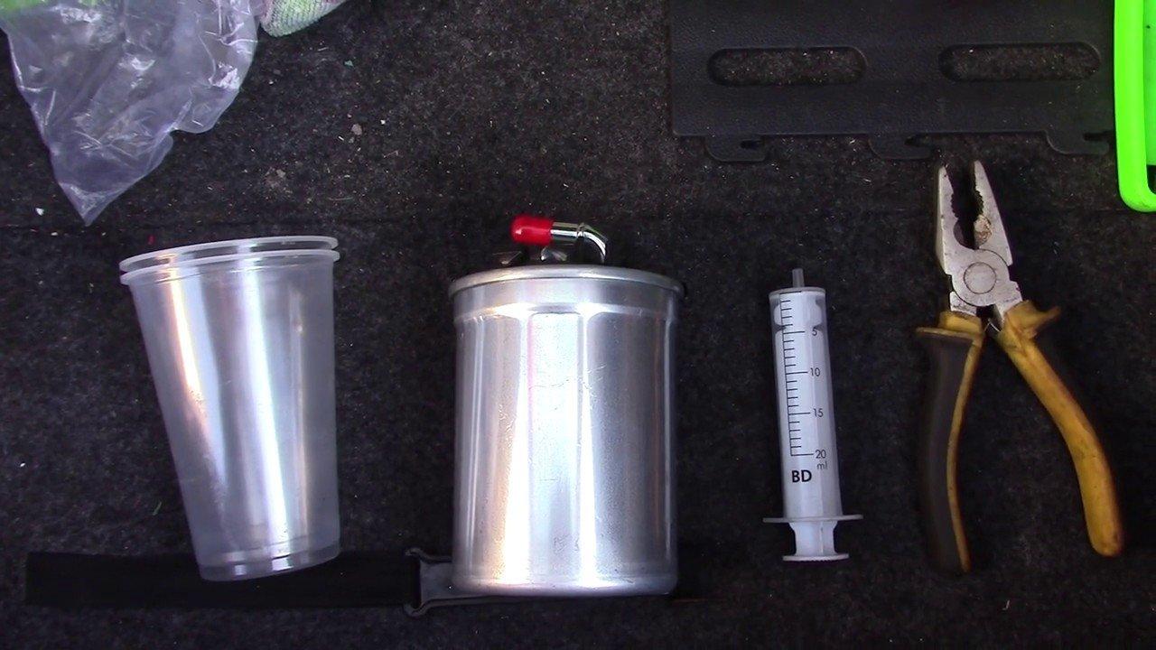 Правильная замена топливного фильтра Skoda Fabia