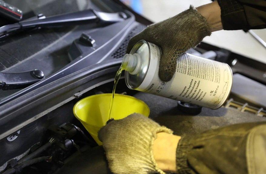 Как залить тормозную жидкость в авто