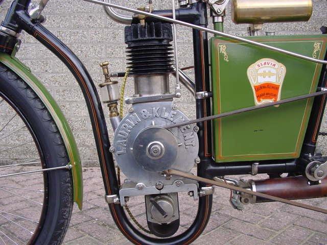 Мотоцикл Laurin & Klement с логотипом Slavia