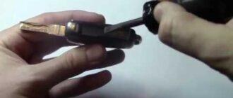 Как заменить батарейку в брилке Skoda